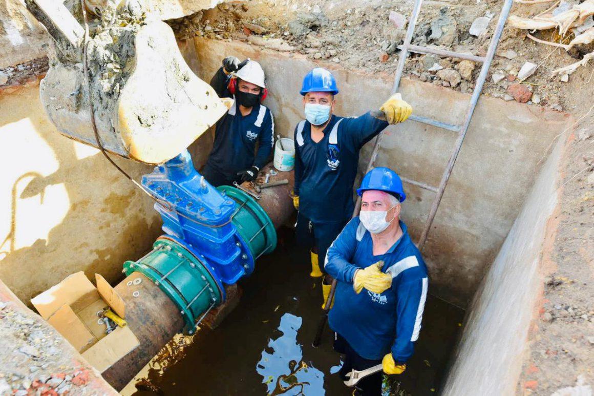 Triple A informa que para extensión de las obras de canalización del arroyo Felicidad, este martes 27 de abril, se estará realizando el empalme de nuevas tuberías de acueducto de 20 pulgadas.