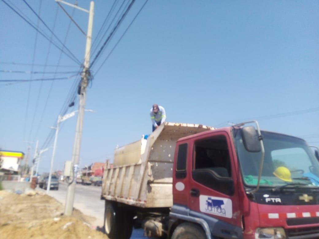 Triple A sorprendió a personal de la empresa Unión Temporal Gran Vía, abasteciendo de manera fraudulenta un carrotanque con capacidad de 10 mil litros de agua potable.