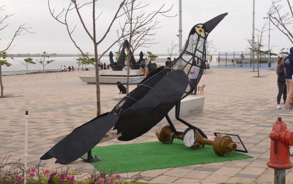En el marco de la celebración del Día del Reciclaje Triple A y su Fundación instalan dos grandes canecas traga plásticos en el Gran Malecón de Barranquilla